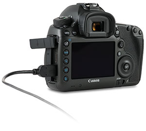 Canon 5Ds with USB 3.0 cable in side port with door open