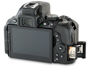 Nikon D5500 SD card slot with door open